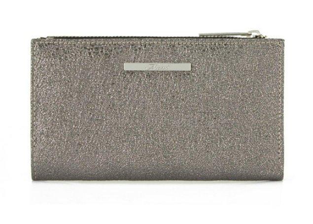 6. Mavi'den gümüş rengi cüzdan, çok kullanışlı...