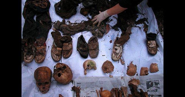 26 Eylül 2002'de, meşe palamudu arayan bir adam, Waryong Dağı'nın aranmış bir bölgesinde çocukların cesetlerini buldu.