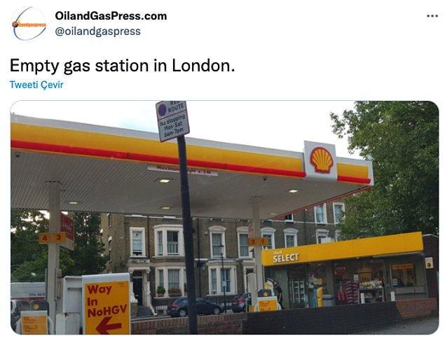 """""""Londra'da boş bir gaz istasyonu."""""""