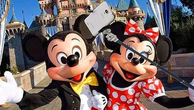 15. Selfie çubuğu kullanmak tüm Disney temalı parklarda yasaklıdır.