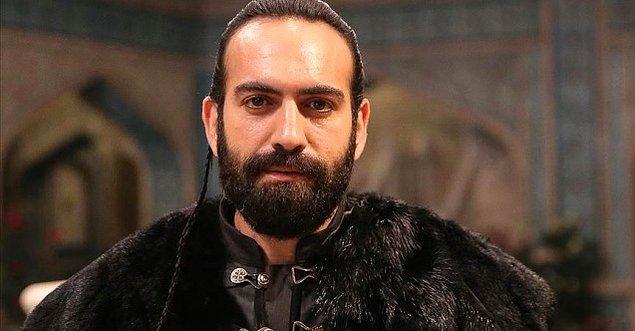 Türk halkının bayıldığı aşk hikayelerine bir yenisini ekleyen İmkansız'ın oyuncu kadrosundaki diğer isimler henüz netleşmedi.