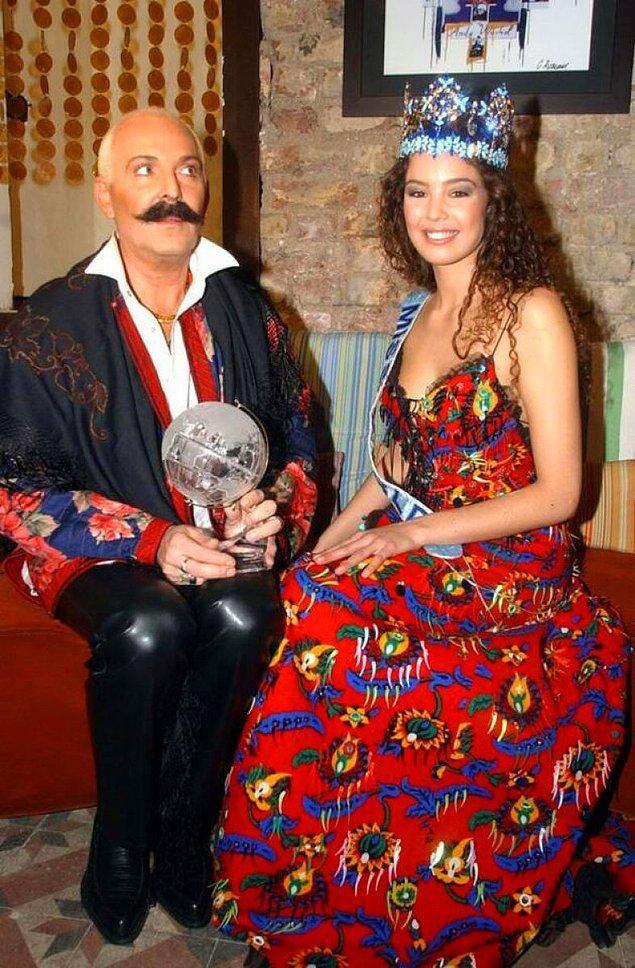 Azra Akın'ı Kainat Güzeli Yapan Elbisenin Hikayesi Merak Edildi