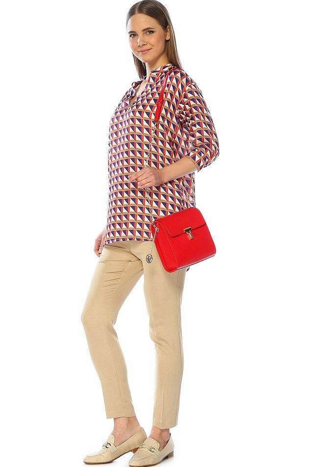 1. Divarese kalitesinin ve kırmızı rengin güzelliğinin bu çantada birleşmesini sevdik.