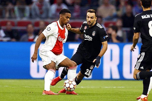Kalan dakikalarda başka gol olmadı ve maç 2-0 Ajax üstünlüğüyle tamamlandı.