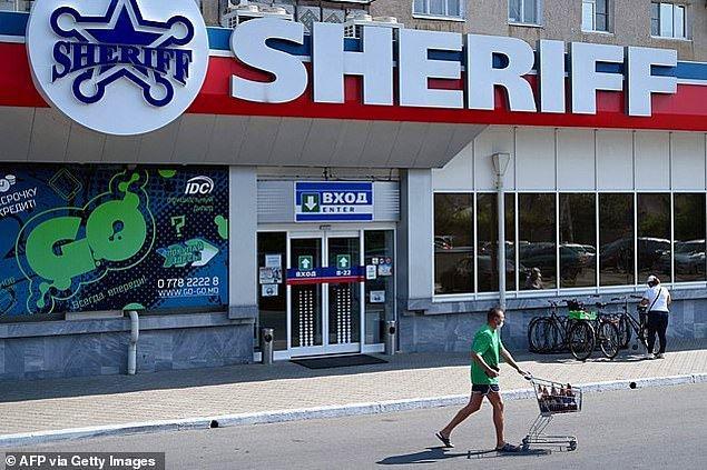 Bölgenin her yerinde Sheriff isimli süpermarketleri, benzin istasyonlarını ve gayrimenkul ofislerini görmek mümkün.