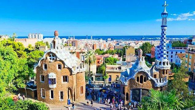 Bunların arasında dikkati en çok çeken eser elbette Park Güell oldu. Yapımı 14 yıl süren ve aslında yarım bırakılan Barselona'nın en önemli turistik yerlerinden Park Güell, başta bahçe-şehir olarak tasarlansa da sonrasında şehir parkına dönüştü.
