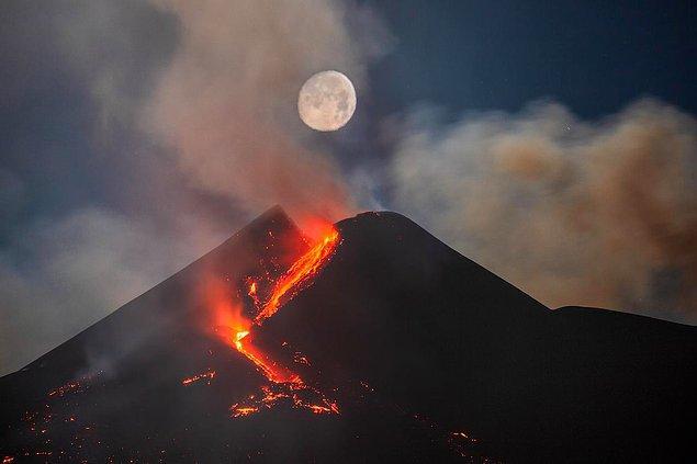 20. Etna yanardağı ile Ay üst üste gelmiş: