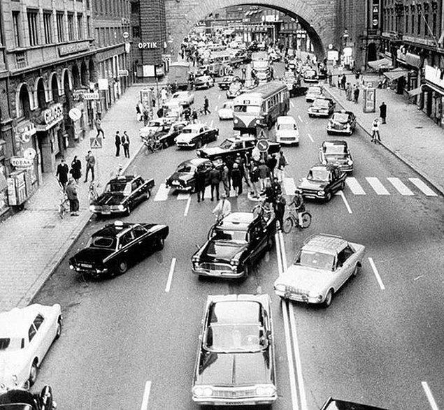 14. İsveç'te trafiğin artık soldan değil sağdan akacağına karar verilen o meşhur 3 Eylül 1967 günü: