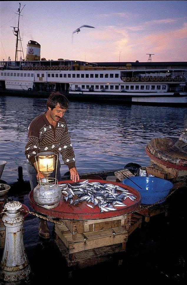 15. Balık satıcısı, İstanbul, 1994.