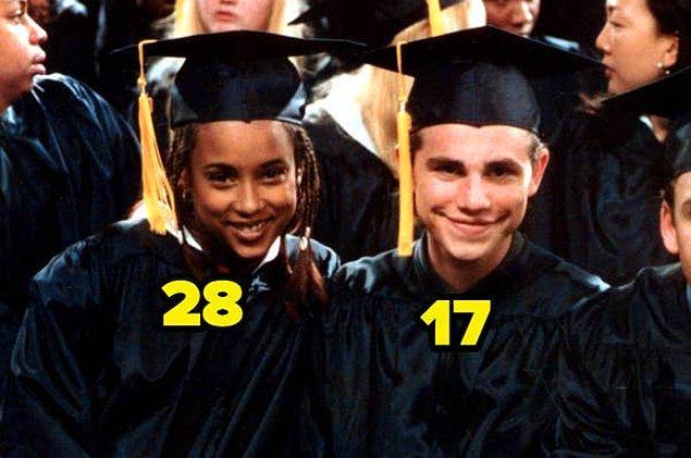 23. Bu sefer, diğerlerinin aksine, yaşça büyük olanın kadın oyuncu olduğunu görüyoruz. Boy Meets World dizisinde Shawn ve Angela çiftini canlandıran oyuncular 28 ve 17 yaşındaydılar.