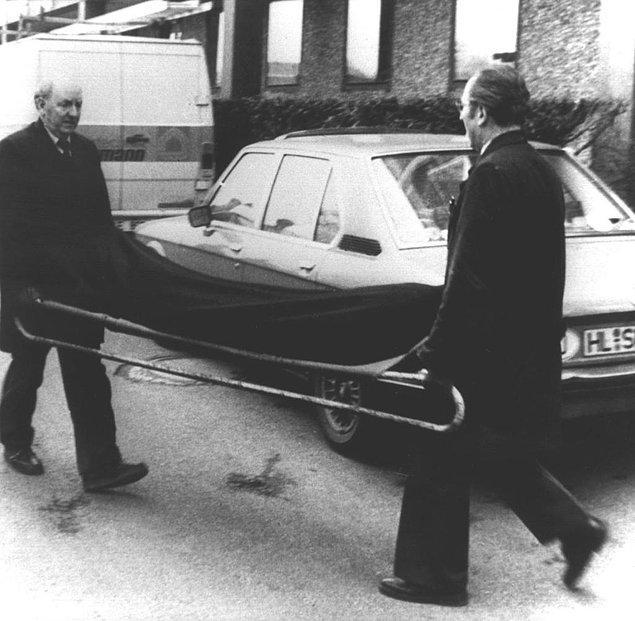 Anna'nın cesedi bir süre sonra yerel bir kanalın kıyısında karton kutunun içinde bulundu. Grabowski'nin kirli geçmişi, nişanlısının polise ihbarıyla birlikte, tutuklanmasını sağladı. Grabowski sorgu sırasında Anna'yı öldürdüğünü itiraf etse de ona cinsel saldırıda bulunmadığında ısrar ediyordu.