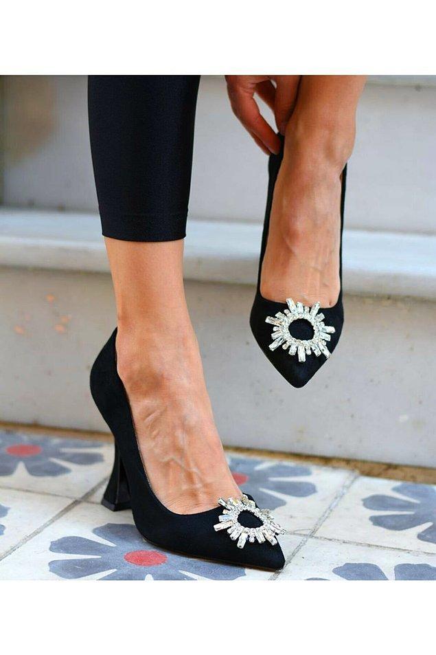 3. Kış davetlerinde hangi ayakkabıyı giysem derdine son verecek bir stiletto!