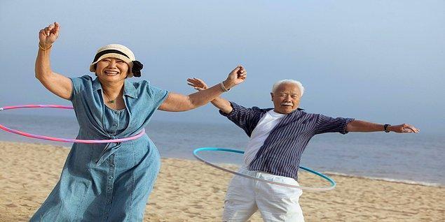 80'li, 90'lı yaşlarını yaşayan Okinawalılar strese girmeden, acele etmeden hareketli yaşıyorlar.