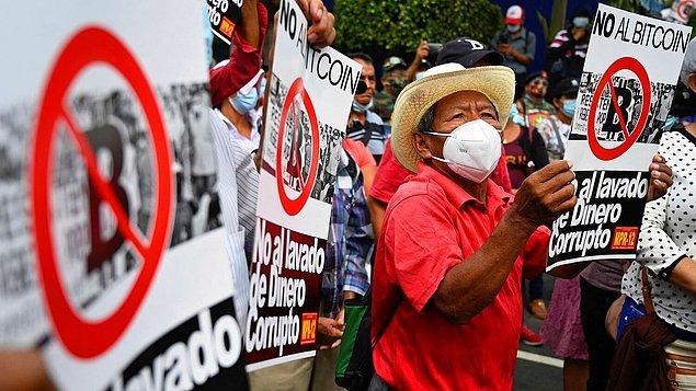 Cumhurbaşkanı'nın bu hamlesini destekleyenlerin yanı sıra protesto edenler de vardı!