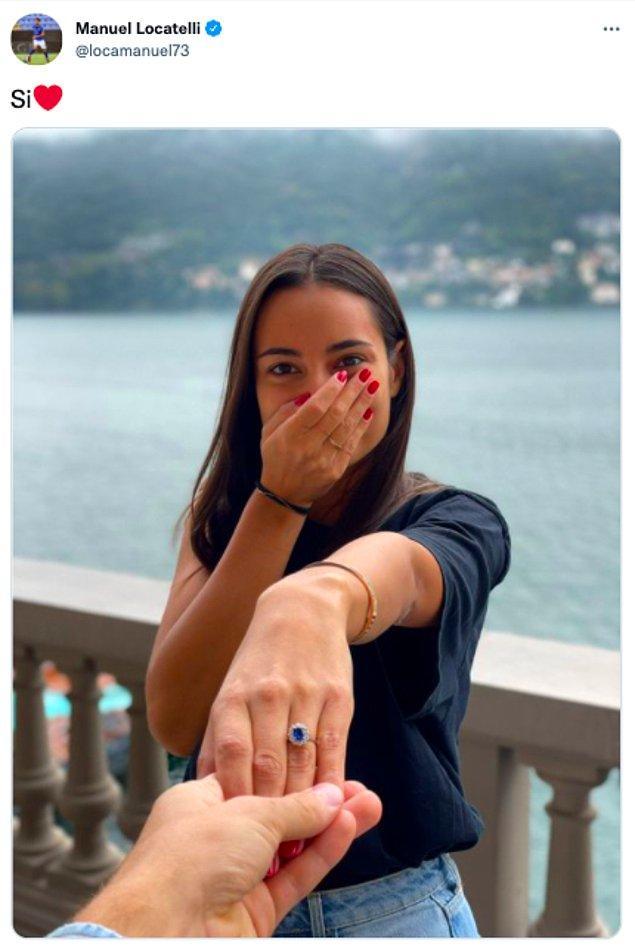 Ünlü İtalyan futbolcu Manuel Locatelli geçtiğimiz gün kız arkadaşına ettiği evlilik teklifine ait bu fotoğrafı sosyal medya hesaplarında 'evet' notuyla paylaştı. Tabii goygoycular da boş durmadı, ortaya harika tweetler çıktı.😅