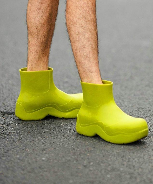 6. Hangi ara popülerleştiğini anlamadığımız lastik botlar.