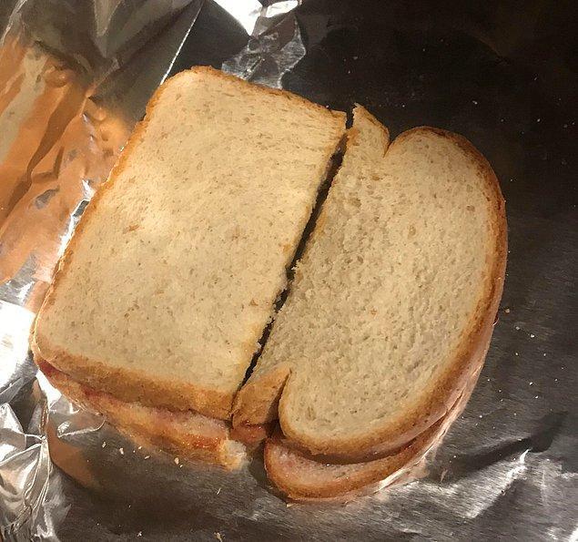 """1. """"Sandviçleri böyle keserek simetri hastalarını delirten bir karım var."""""""