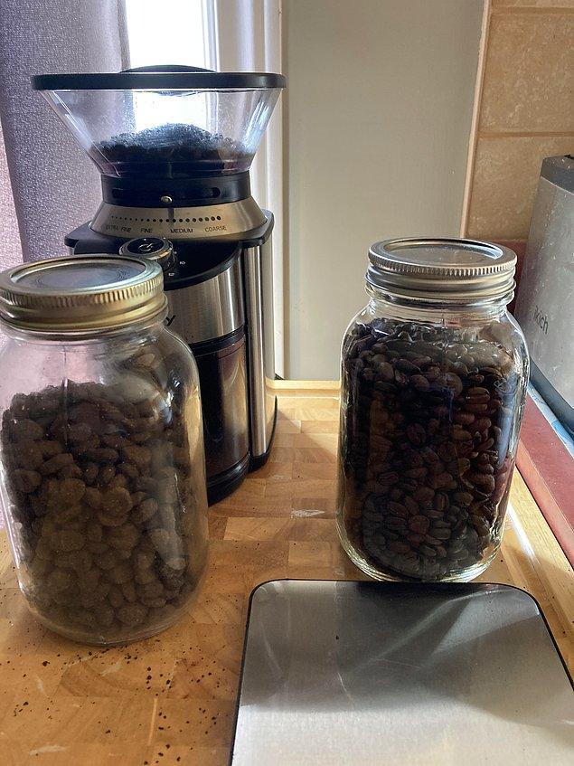 """7. """"Kahve kavanozunu ve köpek yemini yan yana koyan eşim bu sabah kötü bir karışıklığa neden oldu."""""""
