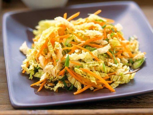 9. Havuçlu Lahana Salatası Tarifi