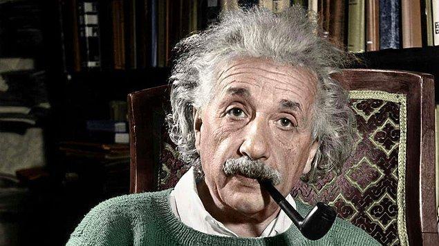 Einstein genellikle ve doğal olarak fizik bilimine katkılarıyla tanınır. O en basit şekilde ifade edersek evren ve kendimize bakış açımızı değiştiren insandır. Ancak bunun yanında farklı uğraşları da olur.