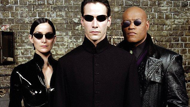 """8. """"Matrix"""" ve güneş gözlüğü modasına yaptığı etkiyi bilmeyen yoktur."""