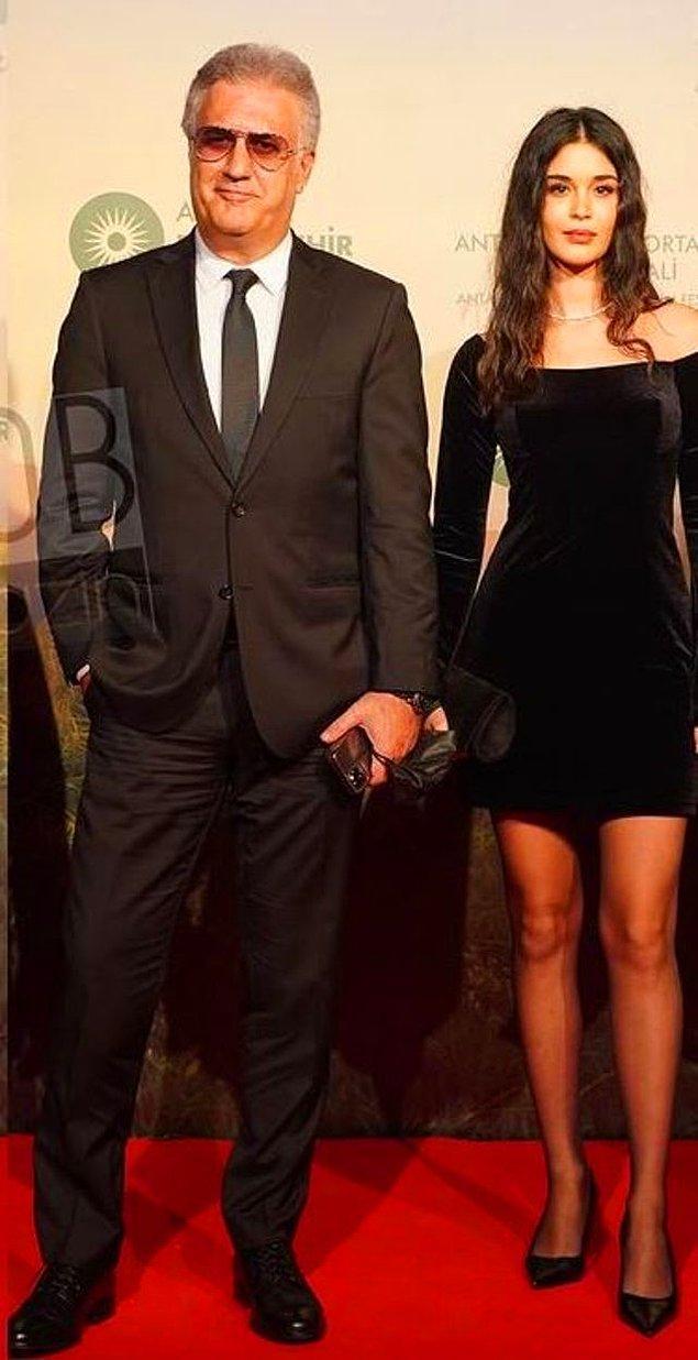 Tamer Karadağlı, piyano sanatçısı olan Iraz Yıldız ile Altın Portakal Film Festivaline birlikte katılmışlardı.
