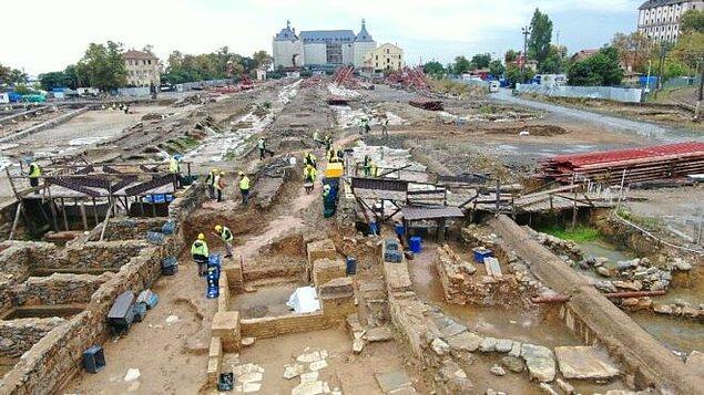 Kazı alanın en eski eseri Helenistik döneme ait mezar anıtı olduğu düşünülen bir kalıntı.