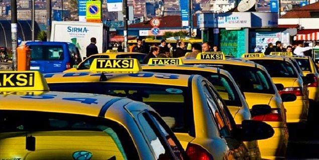 Özkan yaptığı konuşma sırasında 'bir taksiciden duydum' diyerek bir taksicinin yabancı bir profesörü dolandırdığını öne sürdü.