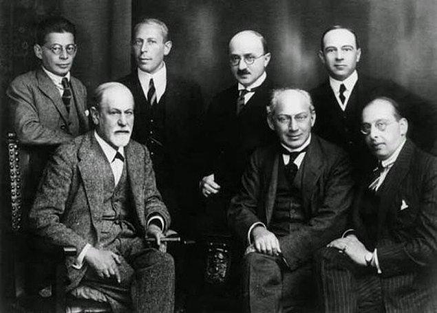 9. Psikanaliz akımının kurucusu kimdir?