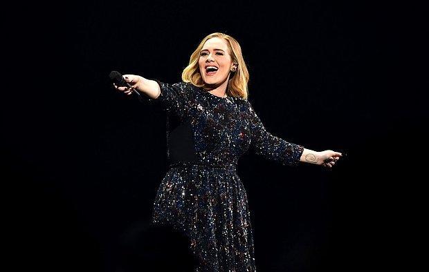 Adele 5 Yıl Aradan Sonra Müzik Listelerini Sarstı! Şarkısı YouTube'da Rekor Kırdı!