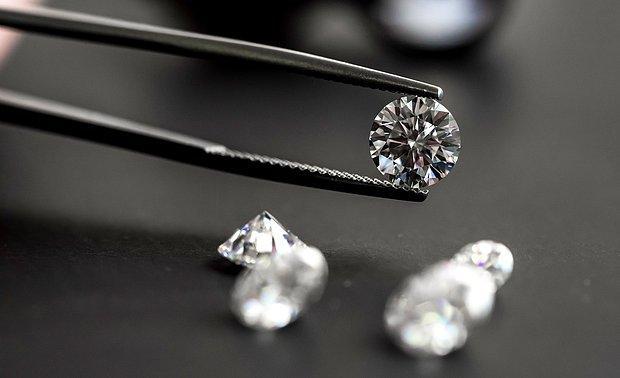 Türk Pırlanta Piyasasında 'Sertifikalı Vurgun' İddiası: Mücevher Firmaları Ürünleri Değerinin Üzerinde Sattı