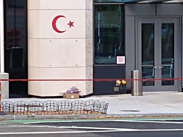 New York'taki Türkevi'nin Önünde Şüpheli Paket Paniği